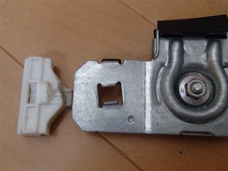 左側ウインドウレギュレーター故障・・・結局プラスチックパーツのみ移植交換。