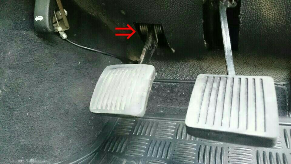 ディフェンダー TD5 クラッチペダルスプリング交換 ペダルカバー交換
