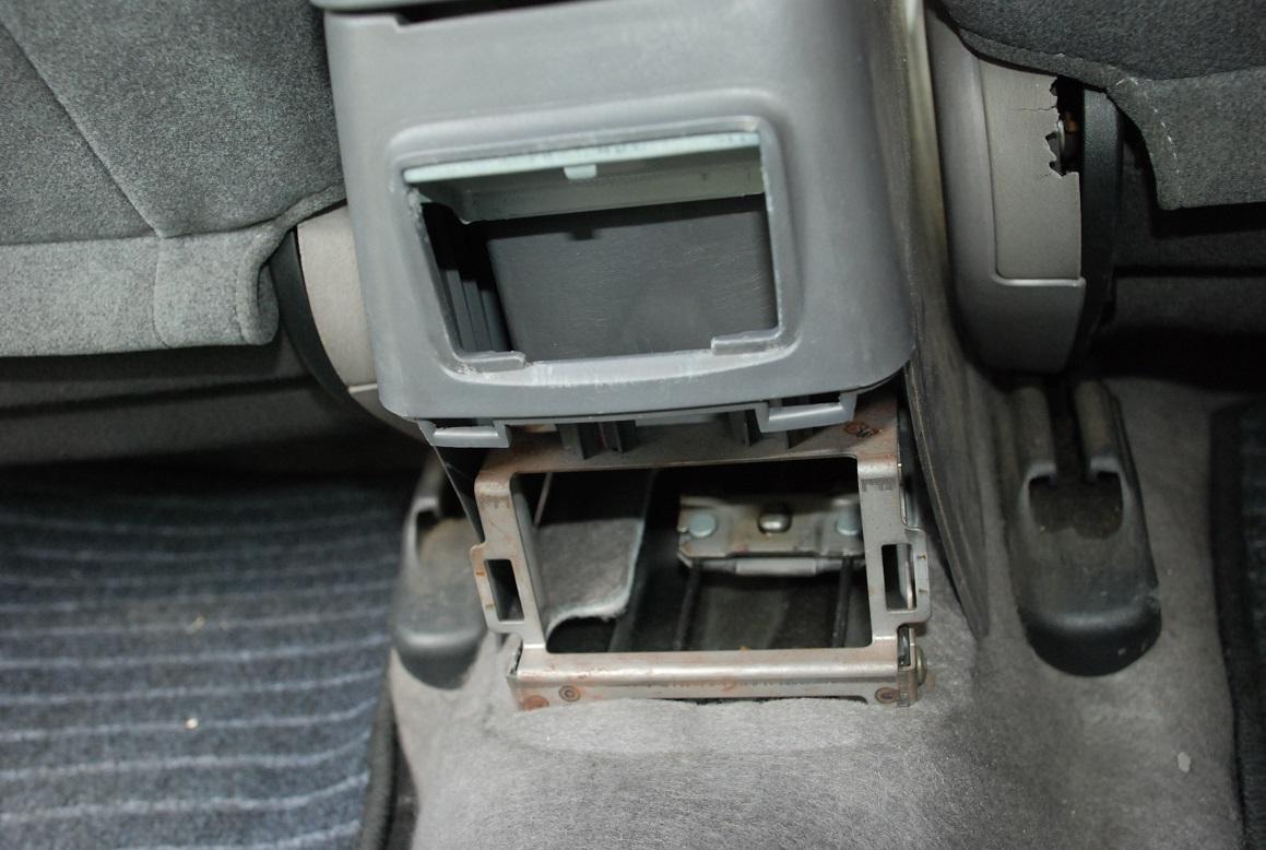 後席用USB充電器取付 準備編①