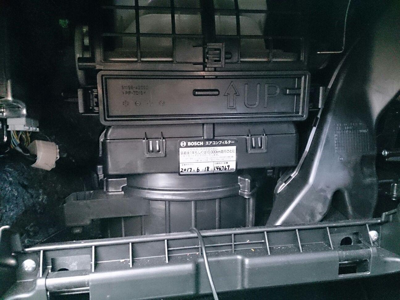 エアコンフィルター交換・・146,769km