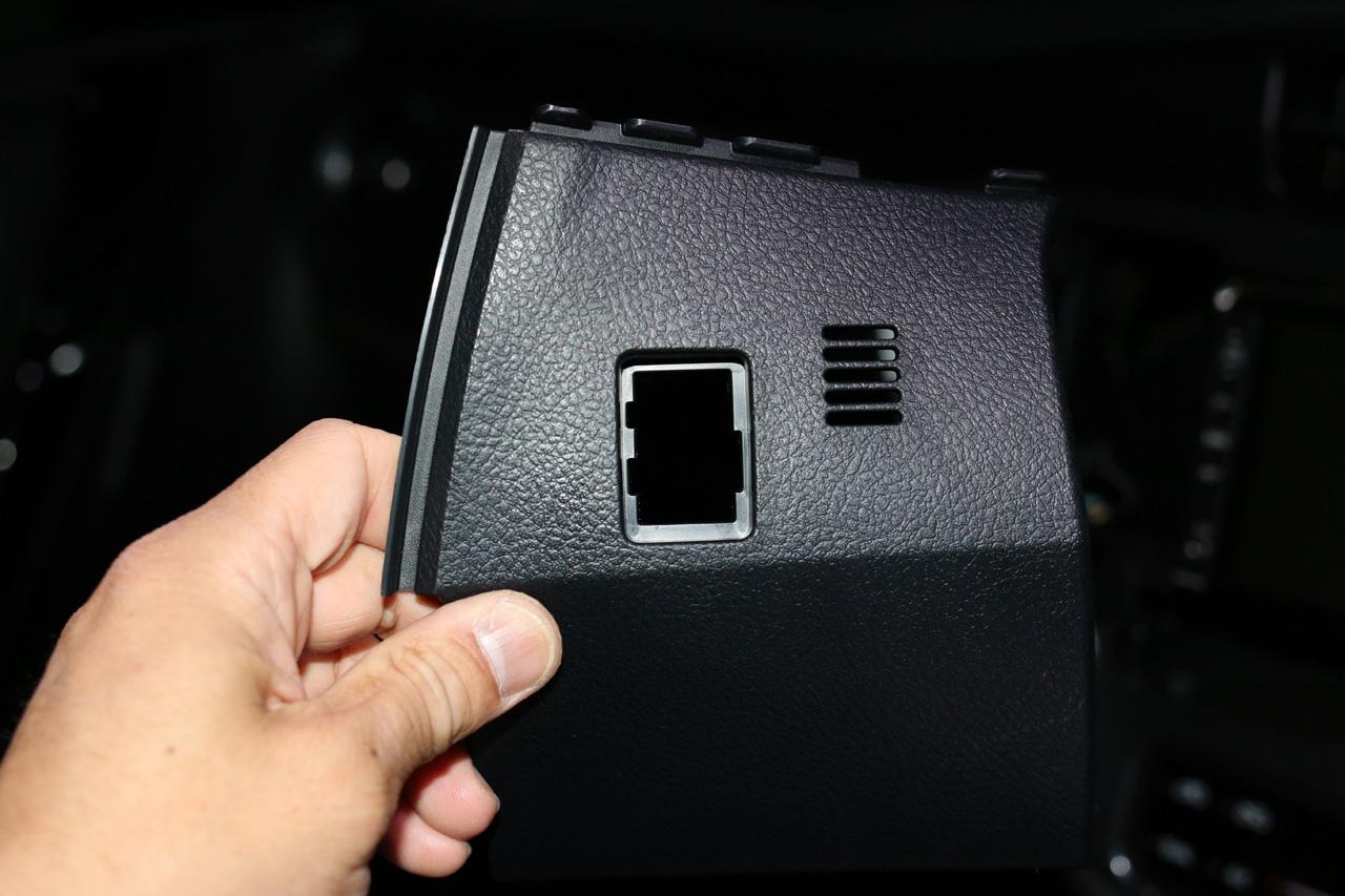 トヨタ純正 インテリアイルミネーション付属スイッチの換装 その1 - 配線・設置場所確認