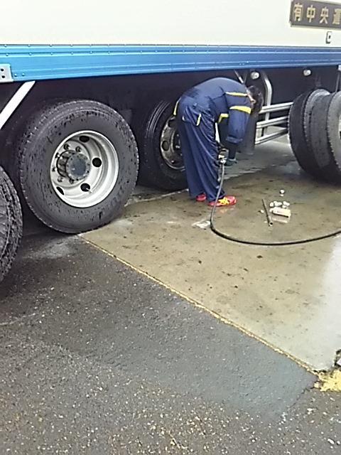 タイヤ交換(左後後輪)