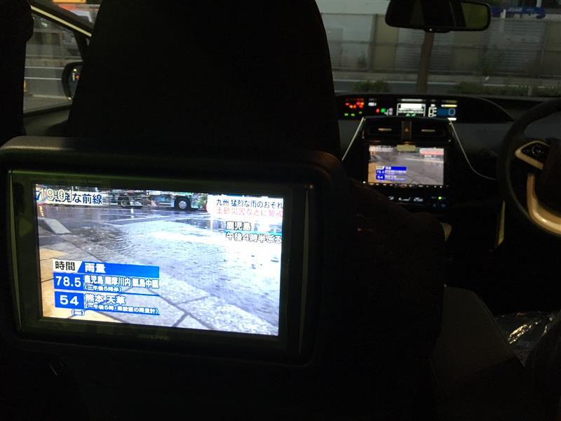 プリウス専用モニターも取付しています。<br /> 品番 PKG-SB800SC-PR<br /> <br /> 後席でも好きなTV・DVDが楽しめる!