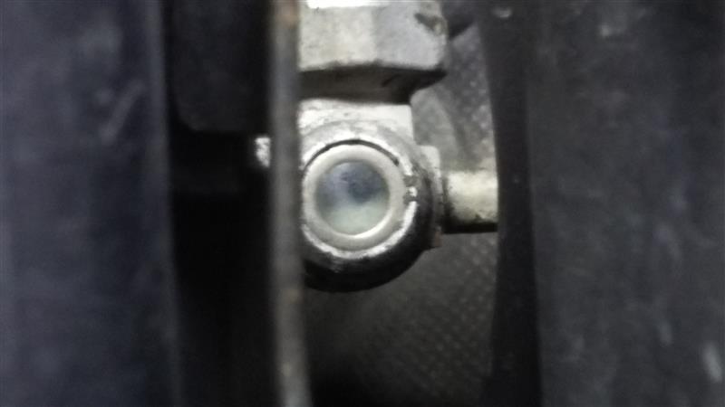 僕のモコは泡が半分位なので、もれなくガス不足ですww<br /> 車検時にDにやってもらいますかね。<br /> 一応ガスは入ってるので、そこまで心配してないですがガス漏れ対策に色付きのエアコンオイルを入れといた方が良いでしょう。<br /> もし、漏れてた時に色付きオイルが入ってると漏れ箇所の特定がスムーズにできます。<br />