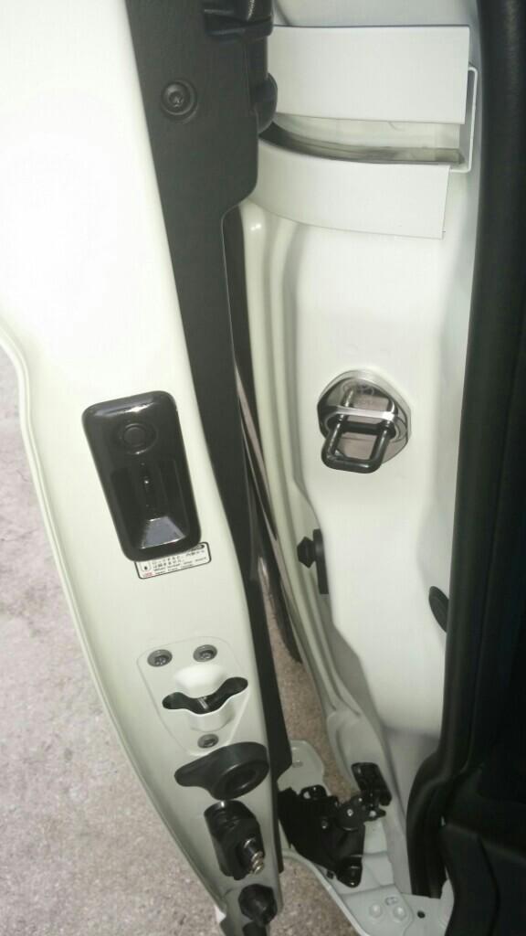 ドアストライカー取り付け(笑)