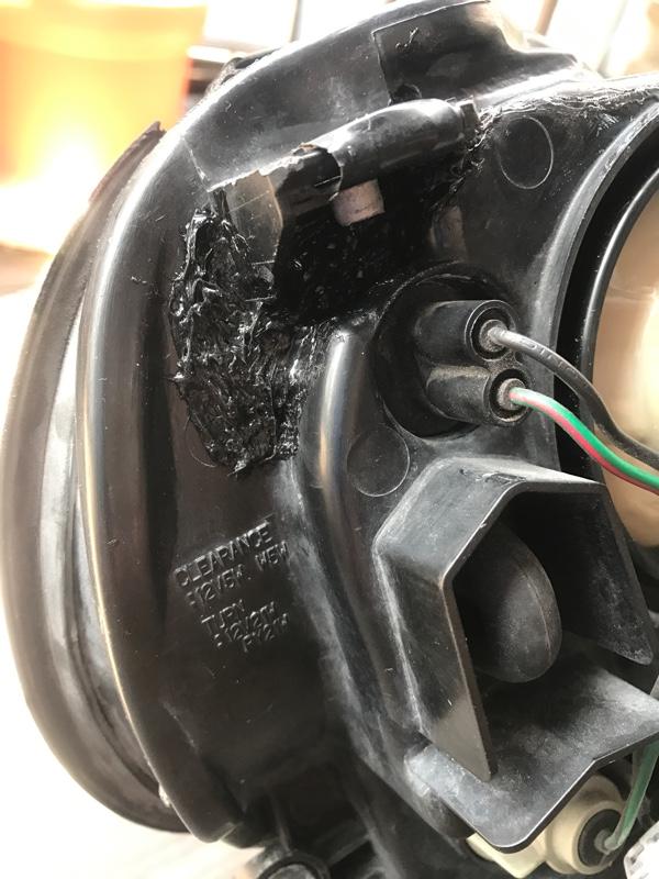 ヘッドライトボディひび割れ補修