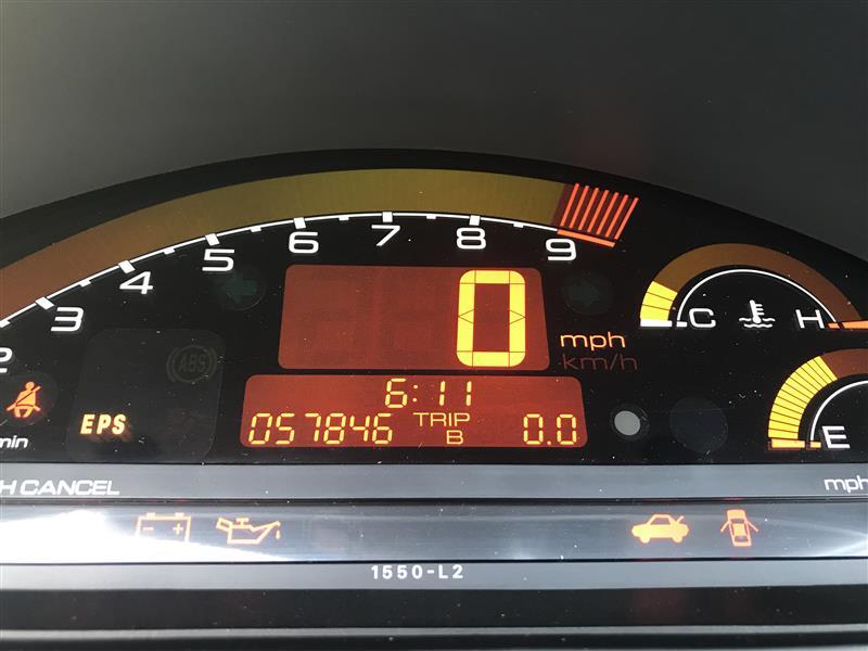 ODD:57846Mile<br /> <br /> 納車時から1958mileで交換<br /> 交換後レベルゲージアッパー±0mm<br /> <br /> 12万キロ走ってて全く減ってないってどうなの?<br /> 前オーナーさん、エンジン一度開けた?<br /> 臭い的に無さそうだけど、ガソリン希釈じゃないことを祈る(笑)<br /> <br /> 次から様子を見てみましょー♪