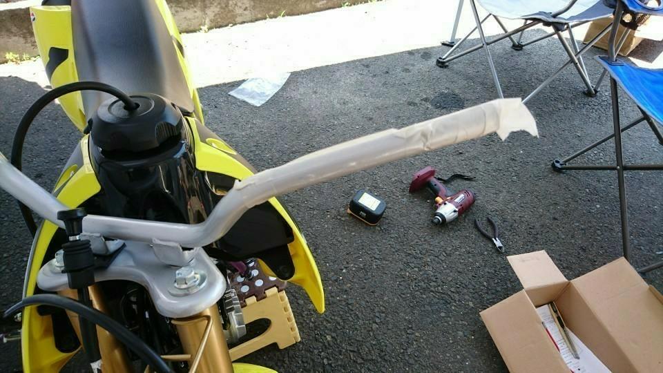 DR-Z50ハンドルバーの交換取り付け作業