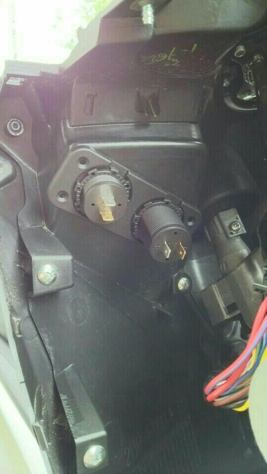 電圧計、USB電源ポート取付けの巻
