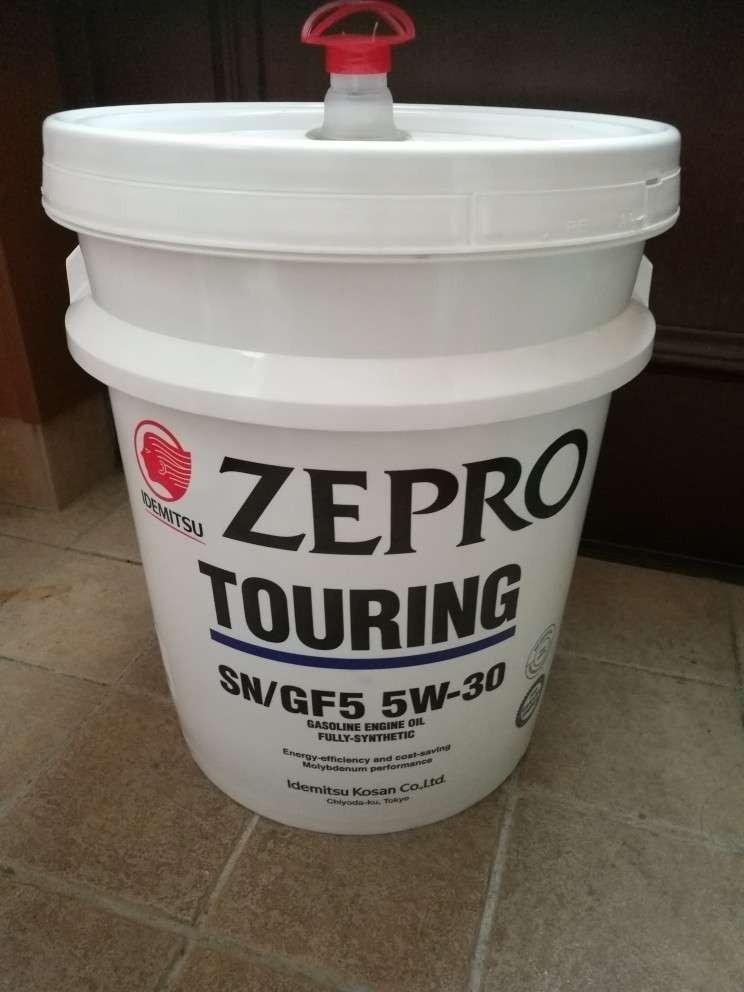 今回はこのエンジンオイルを使用。<br /> 最近購入した出光興産製ZEPRO TOURING 5W-30 全合成。<br /> 夏なので手持ちのMobil 1 5W-40の方が良かったのかもしれませんが、違いを確認したかったのでこれに決定。