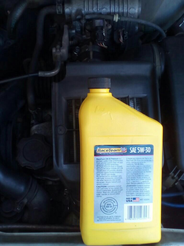 エンジンオイル補充しました。