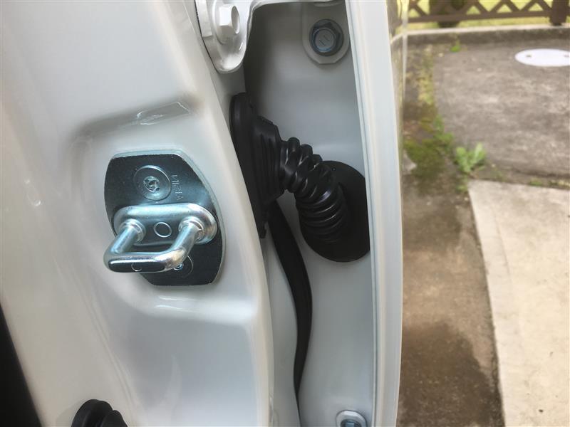 ドアストライカーカバー交換