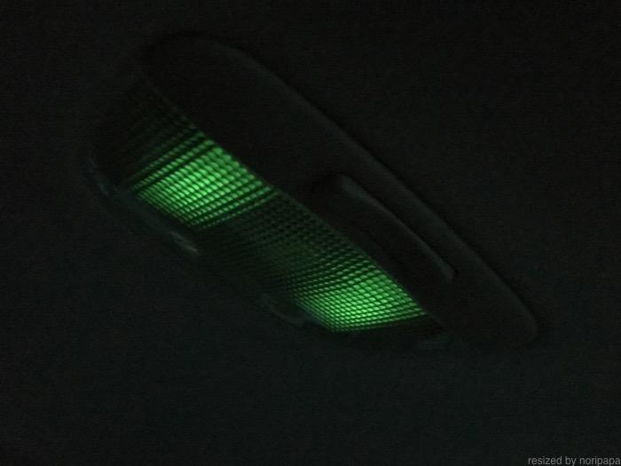 ルームランプ&マップランプに蓄光シール