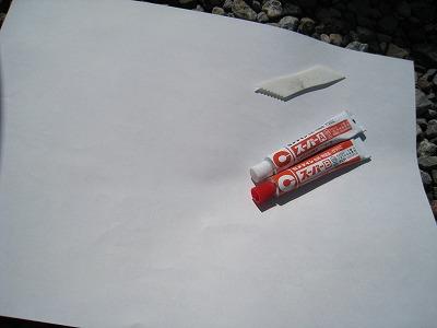 強力な接着剤といえば、2液混合タイプのエポキシ系接着剤。<br /> <br />  接着剤の対象用途として全く適切な素材ではありませんでしたが、試しにやってみますよ。<br />