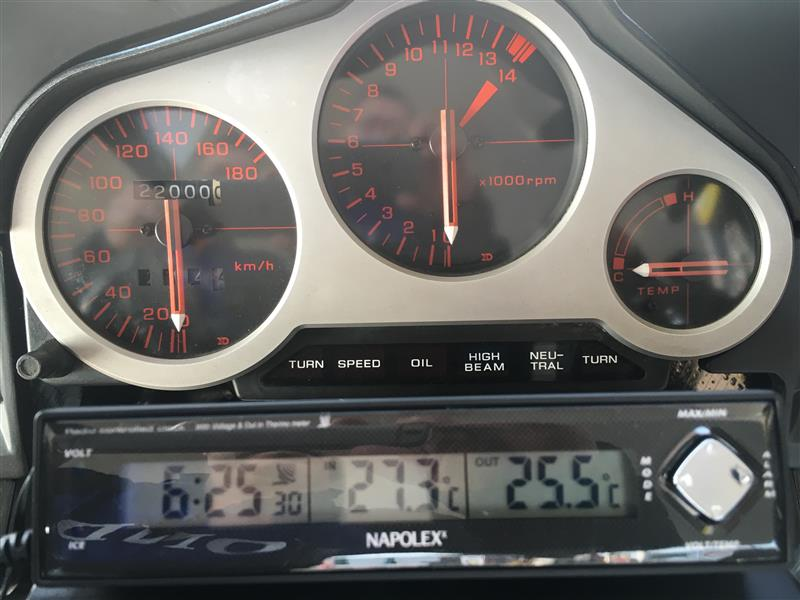 先週、電波時計 電圧計 温度計 Fizz-890をVT250に取り付けました。<br /> 近くの店で1,058円でワゴンセール、500円引き券もあったので、558円で購入できました。