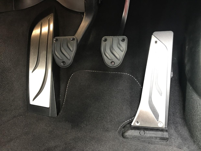 BMW M Performance ステンレス ペダル交換