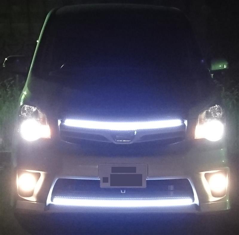 夜、ロービームとフォグ点灯、カメラ設定デフォルトで。