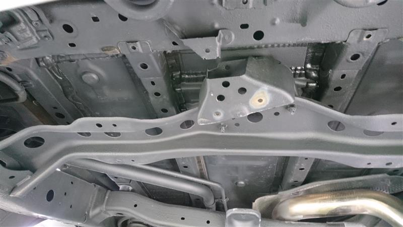 スペアタイヤ取り外し及び防錆塗装