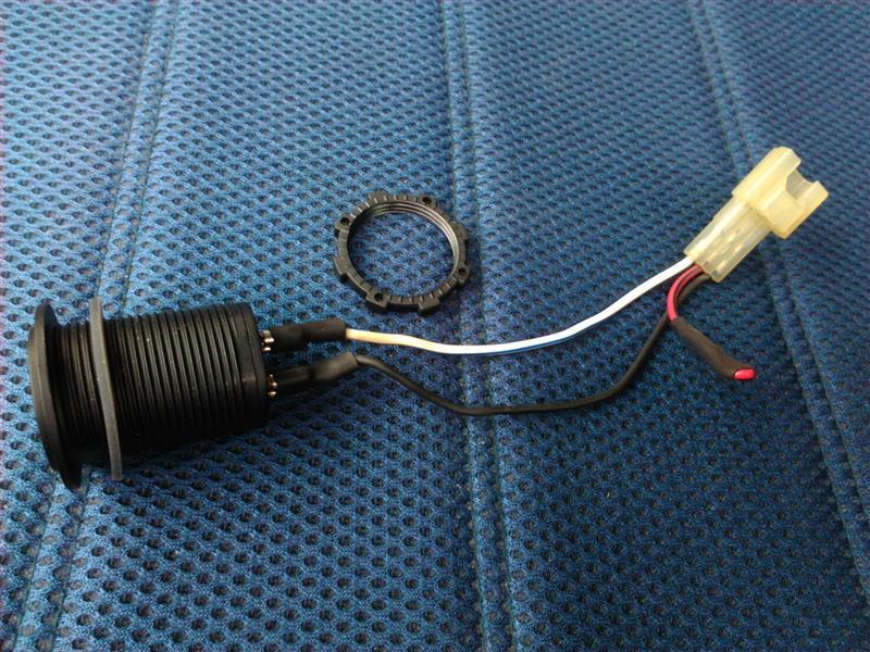 ライフJA4 シガーソケットをUSBチャージャー(電圧計付き)に交換してみる