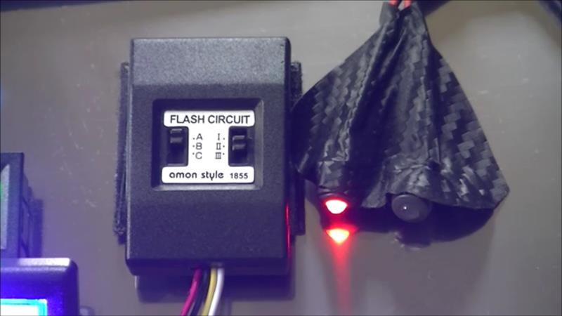 コックピットに足元LED、デジタル電圧計、セキュリティーLED・・・余りの物で。