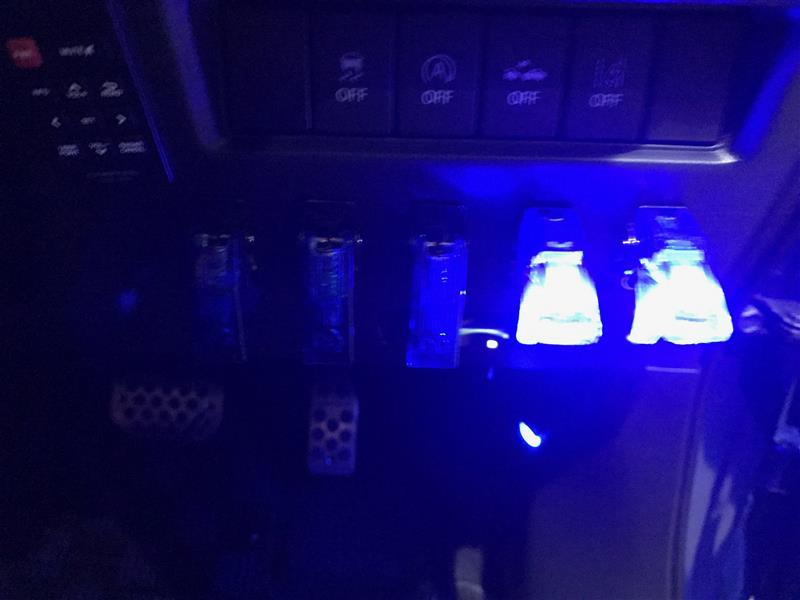 ホーン交換・デイライト取付・ナンバー関連発光化・グリル内イルミネーション