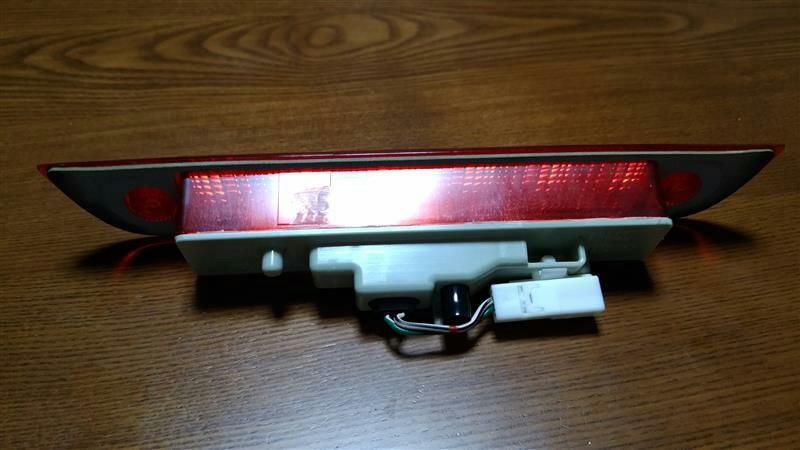 ハイマウントストップランプの修理