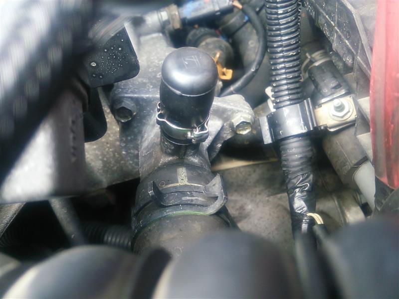 水漏れ修理:サーモスタットプラグ交換