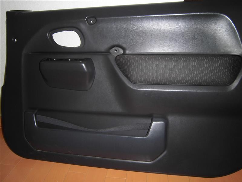 ドアポケット内のベルト取り換え。