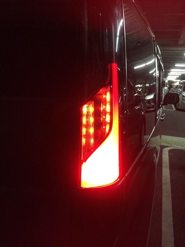 ブレーキランプ減光スモール点灯仕様へ