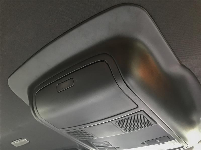 ルーフライニングリペアトリムの取り付け(天井の剥がれ補修)