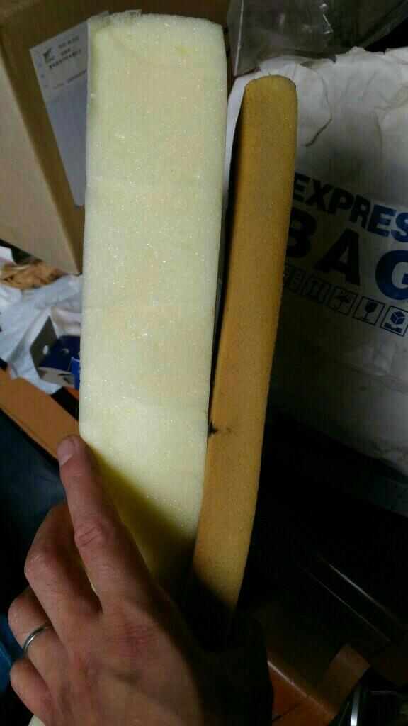 厚みは3倍くらいちがいますね。
