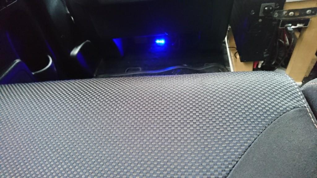 80MHzの音を拾って、点灯不点灯をする10年前の車に着けてたのを、今さらながら、着けてリサイクル(笑)