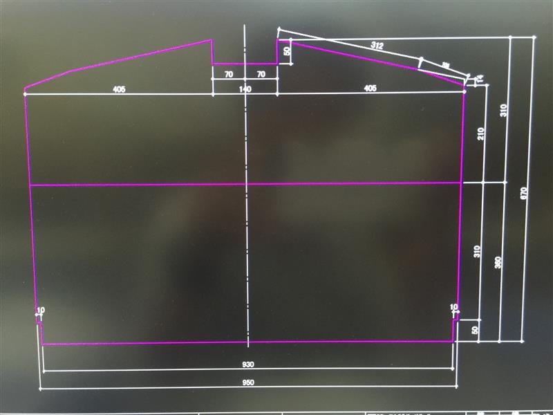 バックシート側へ5㎝伸ばして、隙間を無くしたパターンの図面です。一応計測して書いていますが、カットしたら必ず実車合わせして下さい切欠き二ヶ所増えます。道具が無くても切欠きし易いように切欠きはL型にしています。本当はコの字型にしたいですが切欠きが大変なので作製される時に御検討下さい。