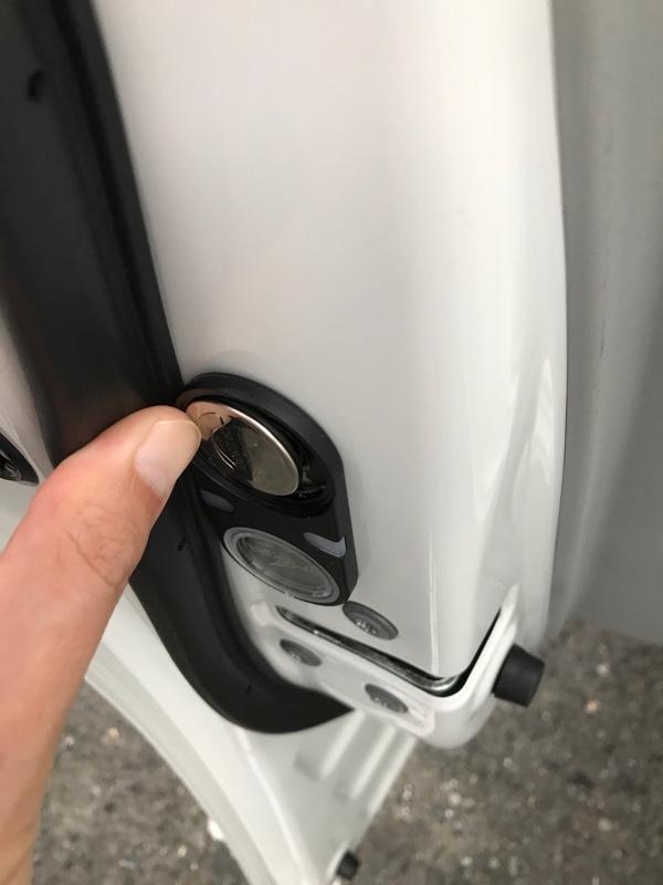 DOOR ILUMINATIONの電池交換