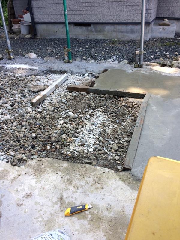 この様にセメント、砂利、砂を混ぜてチョットづつ時間を掛けてコンクリートにし、