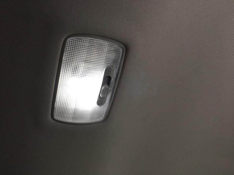 ルームランプに完全自作LED取り付け