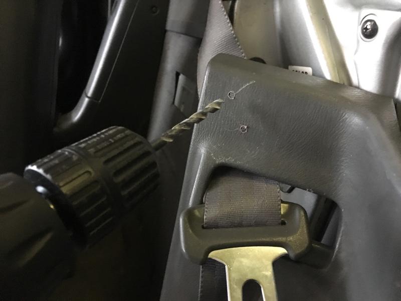トランクオープナーの取っ手 車内固定