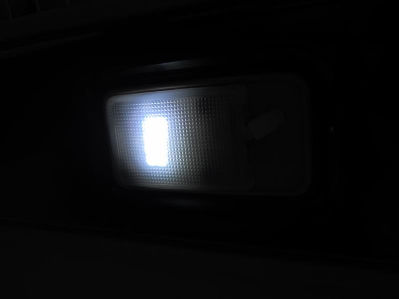 面発光LEDルームランプ交換