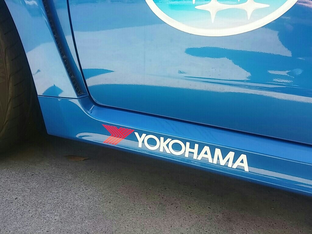 YOKOHAMAタイヤステッカーと昴子ステッカー貼り貼り♪