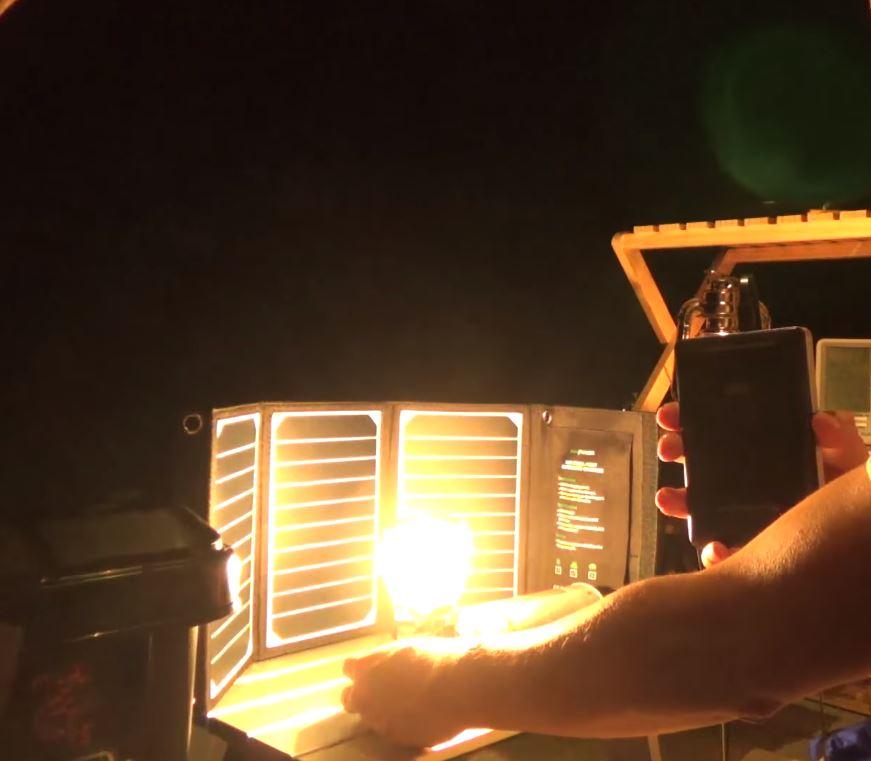 RAVPower ソーラーチャージャー+モバイルバッテリー キャンプでの実用レビューと夜間の発電実験