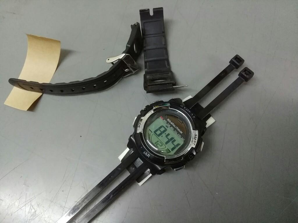 壊れた腕時計を再利用しよ~(笑)