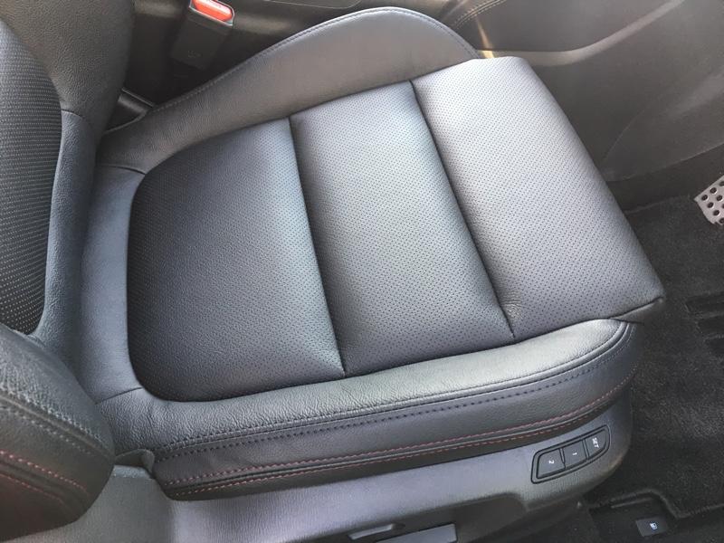 運転席の本革シート張り替え