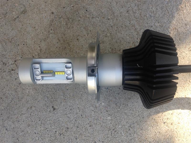 ヘッドライトバルブをLED化に変更