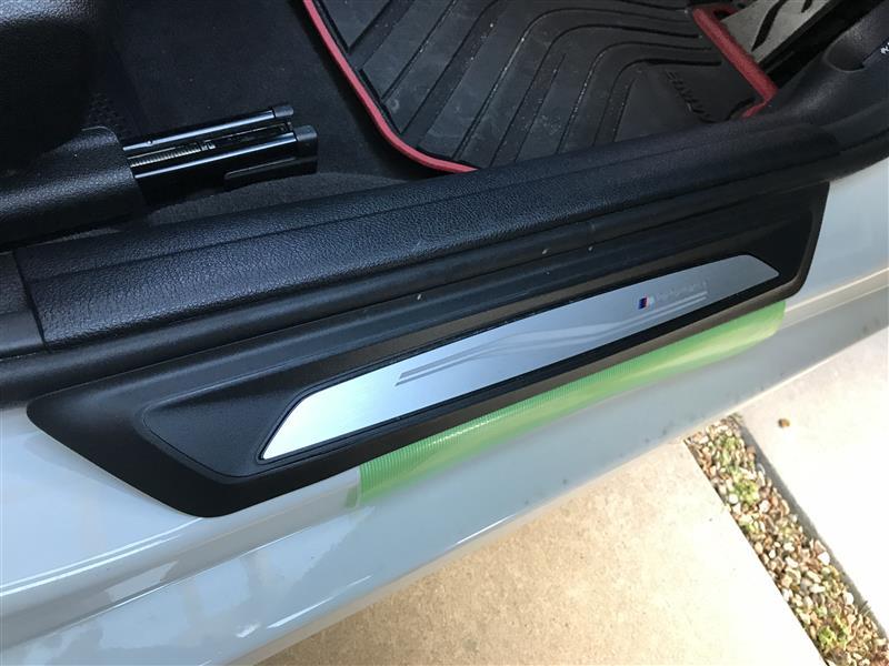 BMW LEDエントランスモール 電池交換