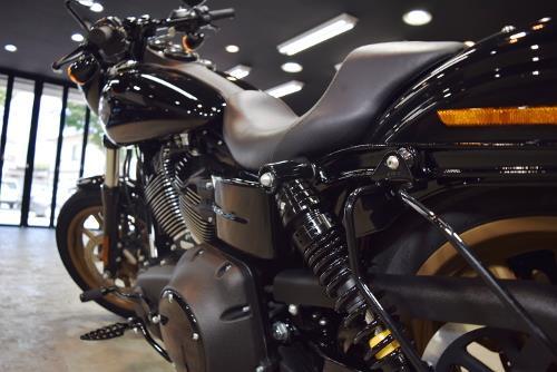 「最先端のクラブスタイルバイク」ハーレーダビッドソン FXDLS ローライダーSのガラスコーティング