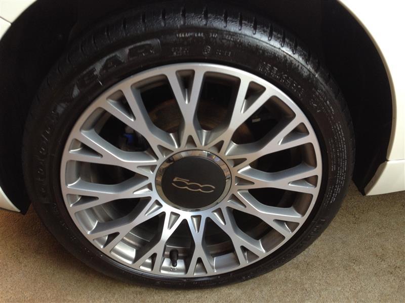 ついでなので、タイヤもワックス兼クリーナーを噴きかけました。<br /> <br /> もうちっとてからない方が好みですが、綺麗にしてくれるので文句なしです(*ノωノ)