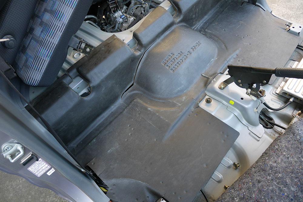 カーペット清掃、内装ゴムマット崩壊防止