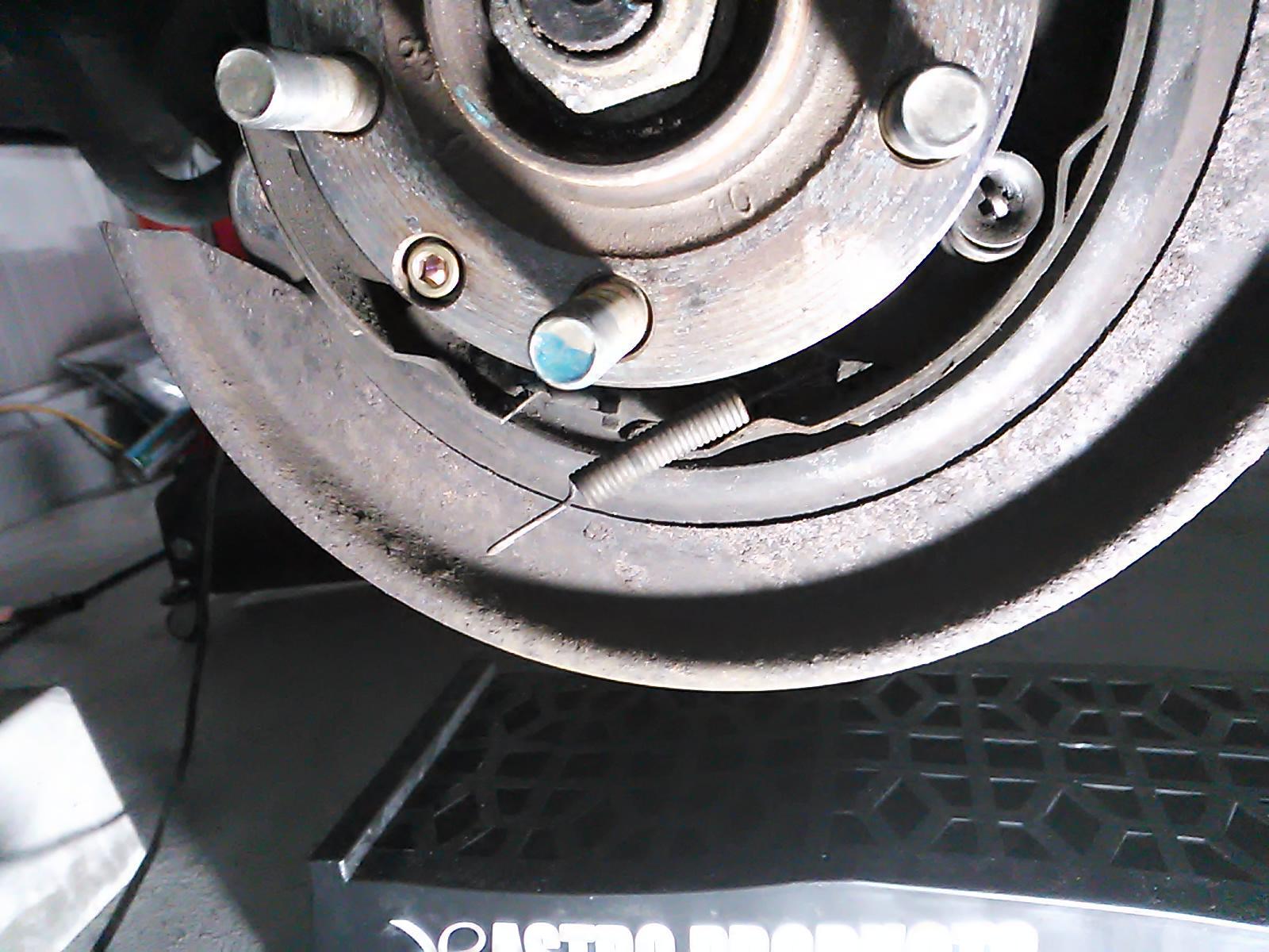 インナードラム、ブレーキシュー交換