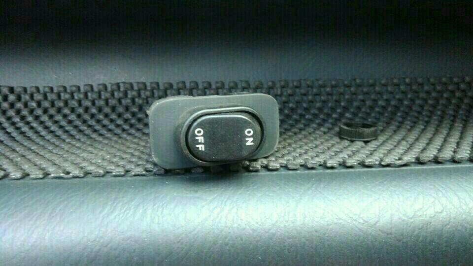 ミラーヒータースイッチを新しくしました