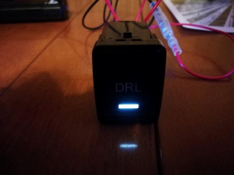 デイライト制御用スイッチにインジケータを組み込み
